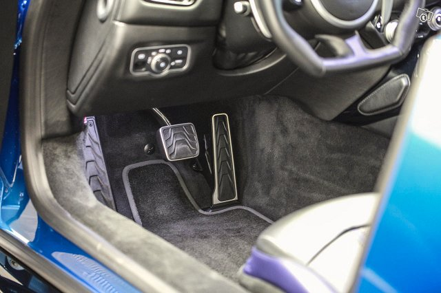 Aston Martin V8 Vantage 20