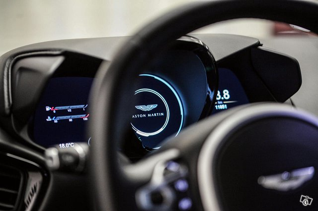 Aston Martin V8 Vantage 21