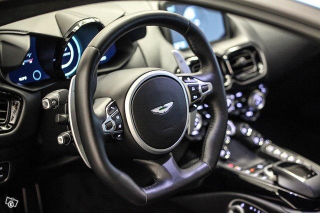 Aston Martin V8 Vantage 22