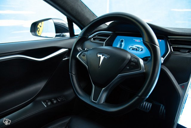 Tesla Model S 13