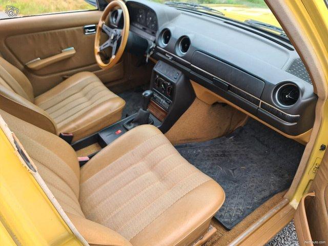Mercedes-Benz 200 12