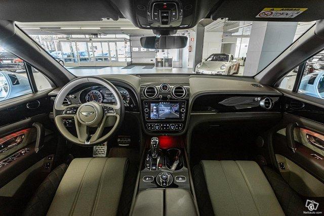 Bentley Bentayga 12
