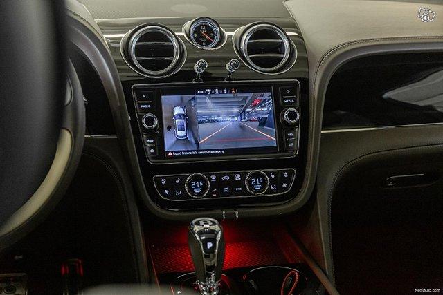 Bentley Bentayga 15