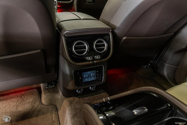 Bentley Bentayga 24