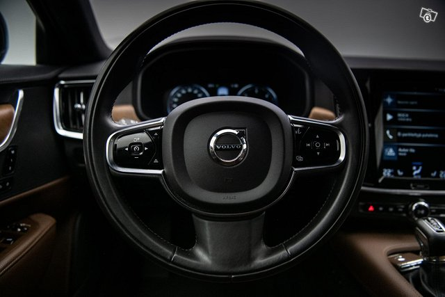 Volvo S90 13