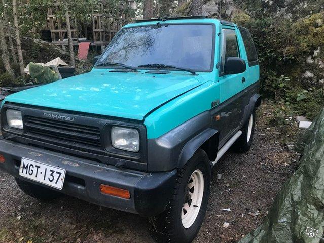 Daihatsu Feroza 1