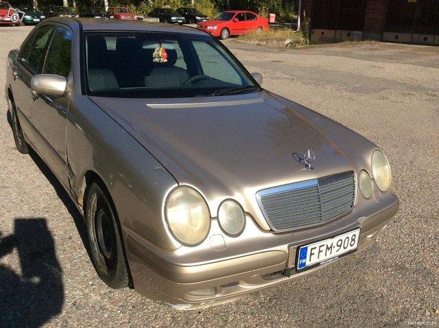 Mercedes-Benz 200 4