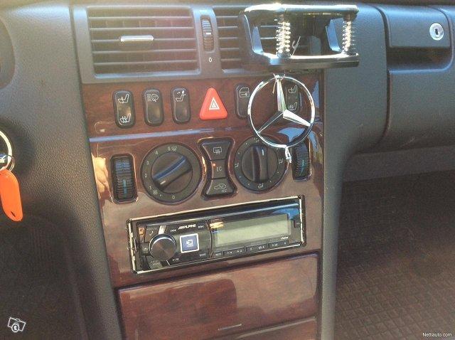 Mercedes-Benz 200 14