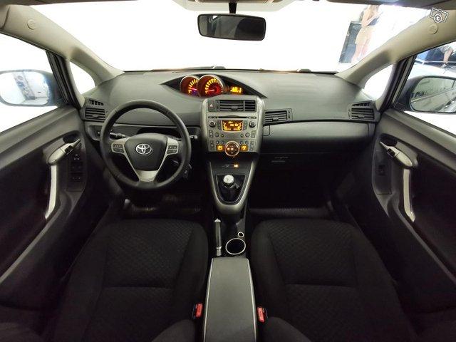 Toyota Verso 13