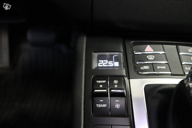 Porsche Macan 24