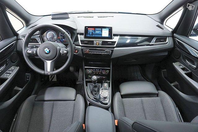 BMW 216 11