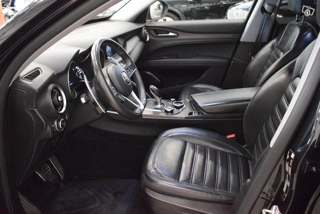 Alfa Romeo Stelvio 10