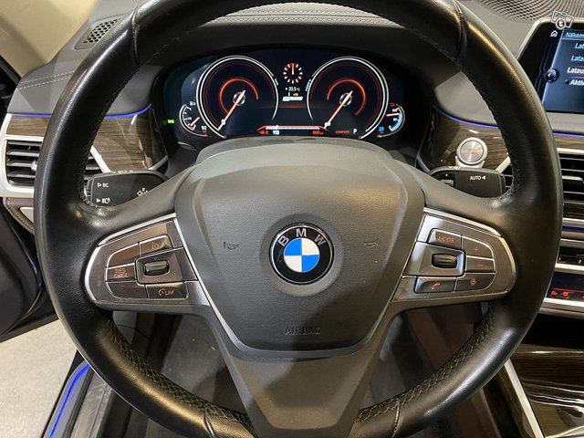 BMW 740e 8