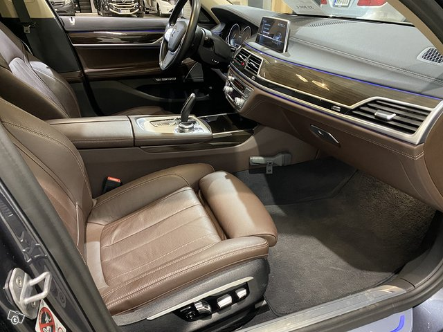 BMW 740e 11