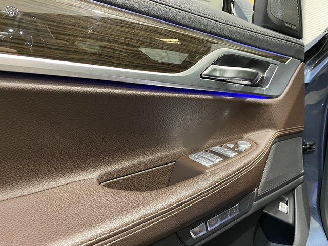 BMW 740e 12