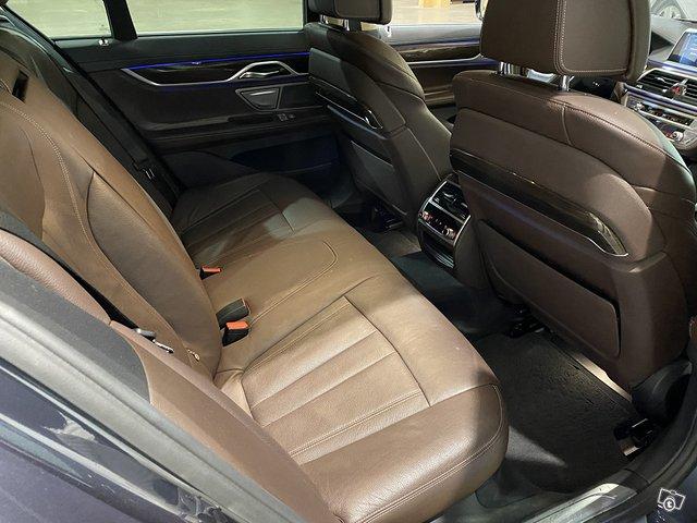 BMW 740e 13