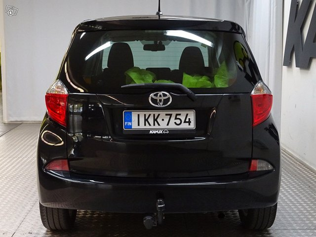 Toyota Verso-S 5