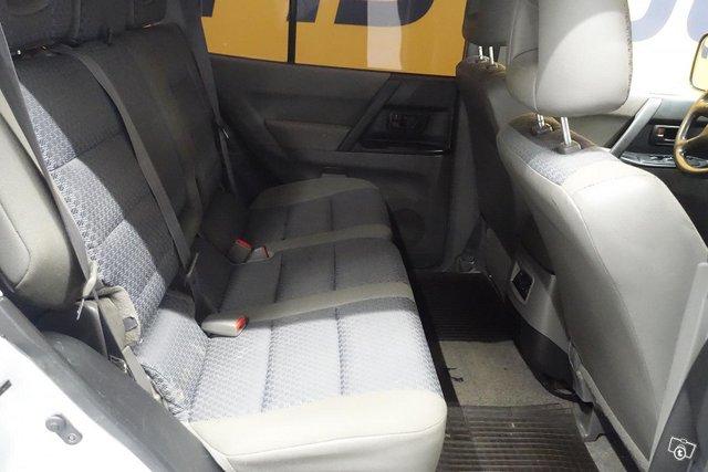 Mitsubishi Pajero 11