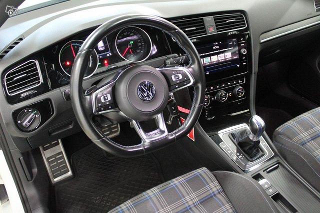 Volkswagen Golf 11
