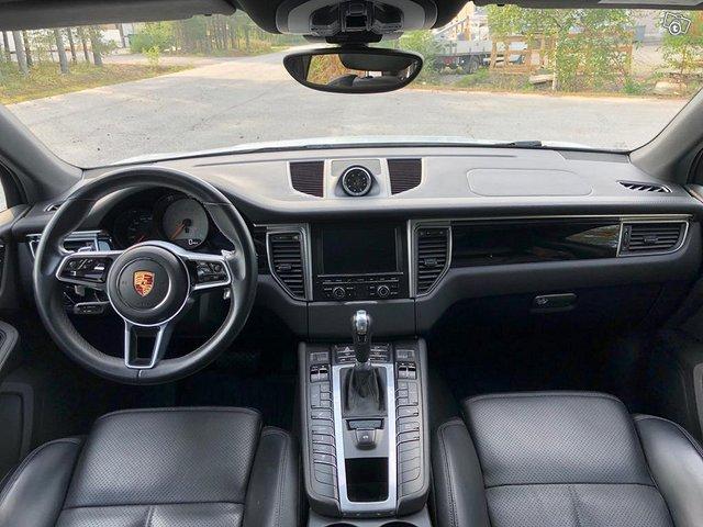 Porsche Macan 10