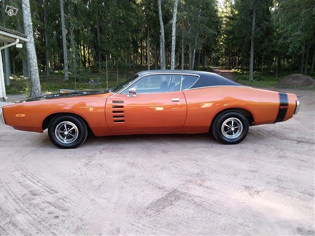 Dodge Charger 8