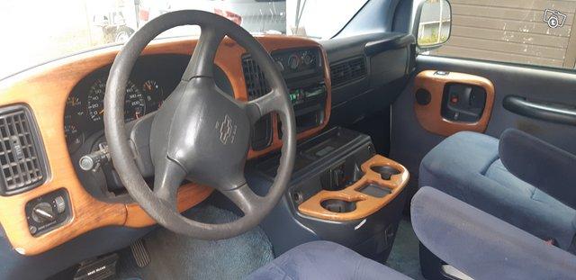 Chevrolet Van 5