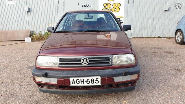Volkswagen Vento 3