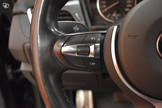 BMW 218 15