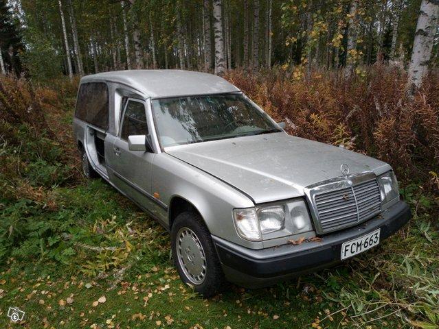 Mercedes-Benz 230, kuva 1