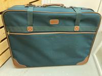 Iso matkalaukku