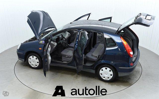 Nissan Almera Tino 9