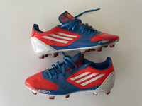 Adidas jalkapallokengät