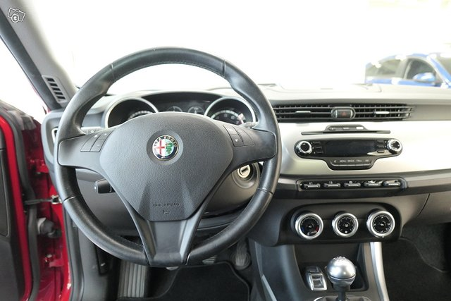 Alfa Romeo Giulietta 10