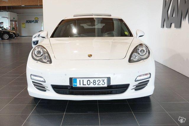 Porsche Panamera 8