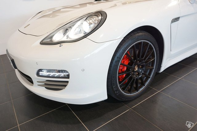 Porsche Panamera 24