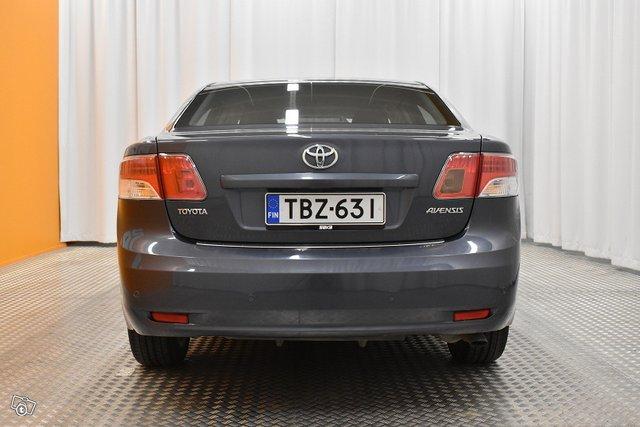 Toyota Avensis 5