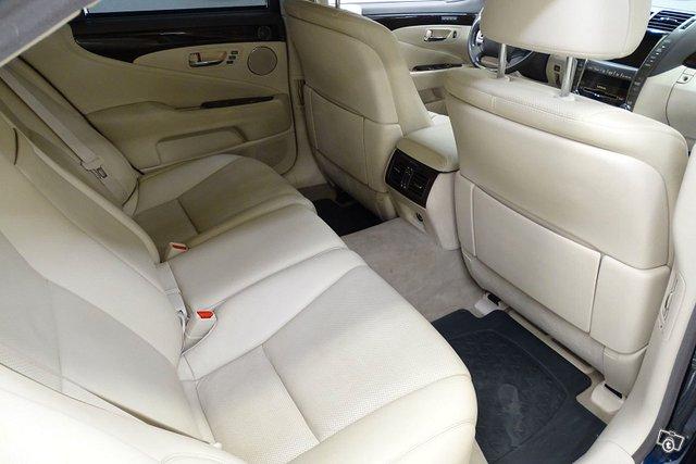 Lexus LS 14