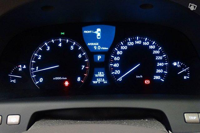 Lexus LS 17