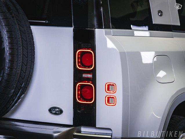 Land Rover Defender 12