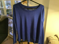 Sininen neulepaita