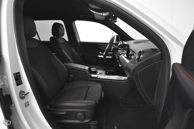 Mercedes-Benz GLB 10
