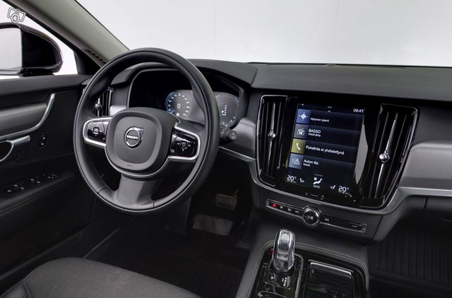 Volvo V90 11