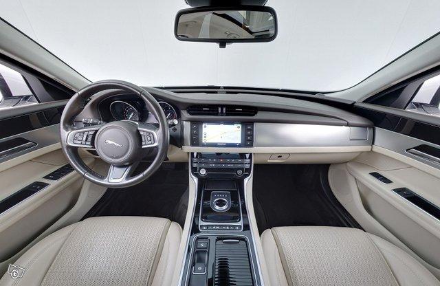 Jaguar XF 11