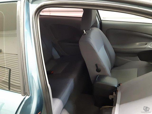 Nissan Almera 11