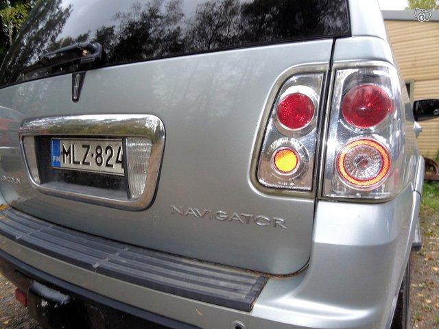 Lincoln Navigator 6