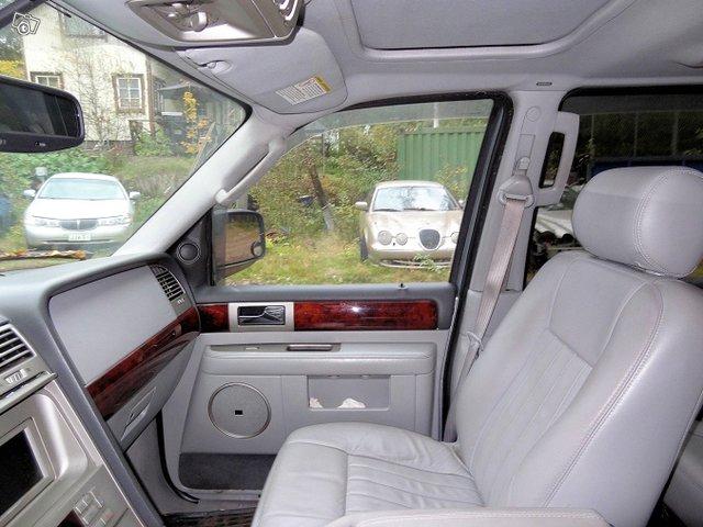 Lincoln Navigator 10