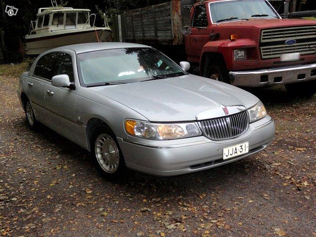 Lincoln Town Car 2