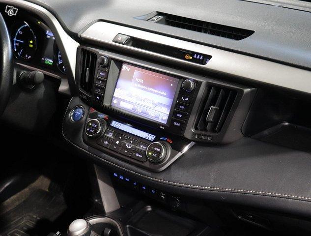 Toyota RAV4 13