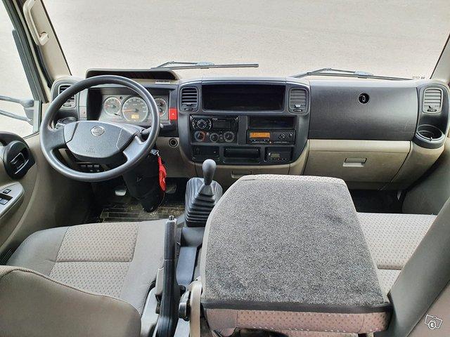 Nissan Cabstar F24 4