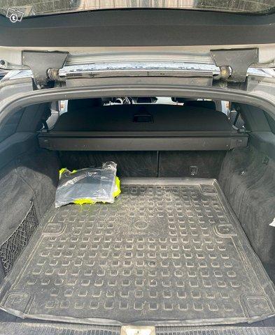 Mercedes-Benz E-sarja 12